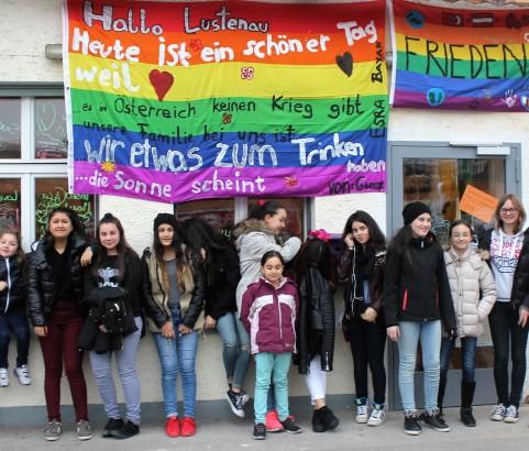 <b> WE LOVE PEACE im Mädchencafé</b>