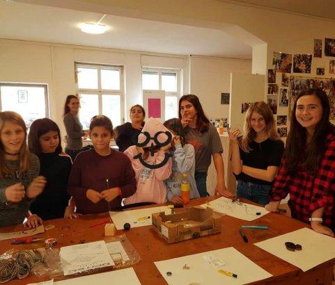 Mädchen und Technik Teil 2 / wir löten Asteroid-Lampen