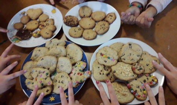Cookies backen im Mädchencafé!