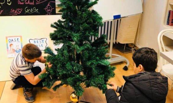 Weihnachtsbaum schmücken in der Oase!